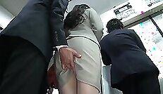 couple of horny Japanese bathslers give fellatio